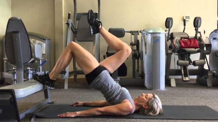 Bài tập Glute Hamstring Leg Lifts
