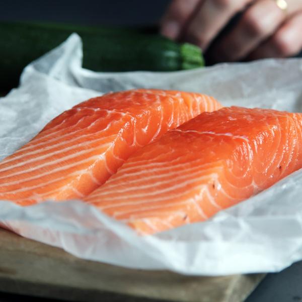 Cá hồi giúp bạn săn chắc cơ bắp và giảm cân cực hiệu quả